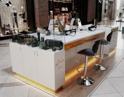 Aria Beauty Stand